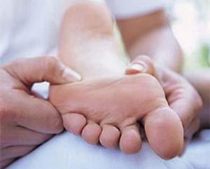 У ребенка сводит ногу