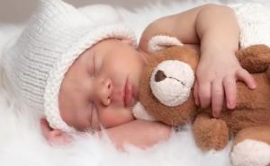 почему ребенок дергается когда засыпает