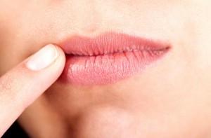 постоянно трескаются губы