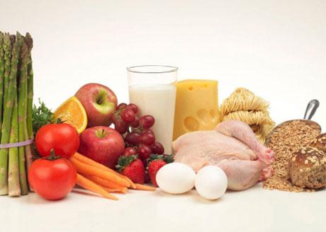 Рацион белково-углеводной диеты нельзя назвать однообразным, просто нужно правильно комбинировать продукты